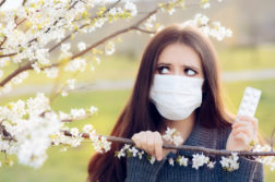How to Deal with Allergies While Wearing Contact Lenses