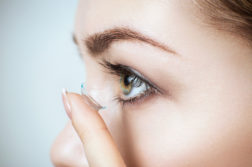 women-putting-contact-lenses-in-eye